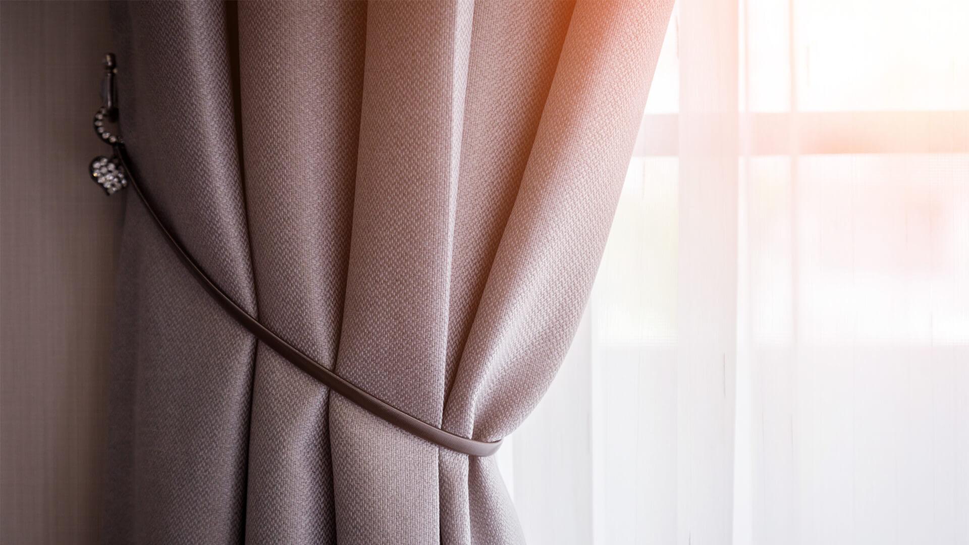 Tessuto Per Tende Da Cucina come lavare le tende di casa: scoprilo con i nostri consigli