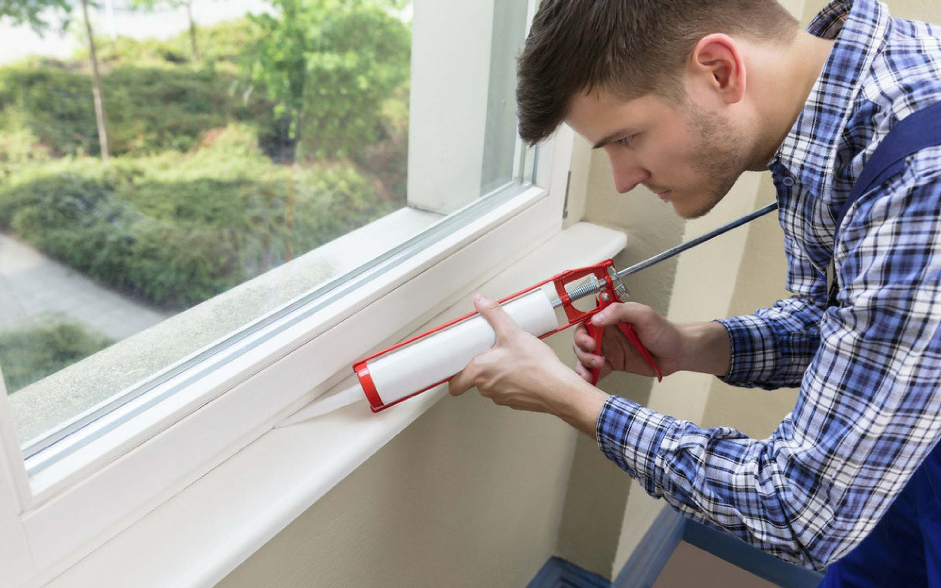 Come sigillare le fessure tra muro e finestra