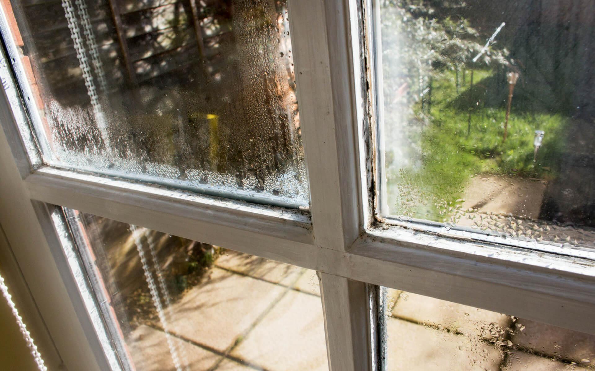 Quando si forma la condensa sui vetri è giunto il momento di cambiare le vecchie finestre