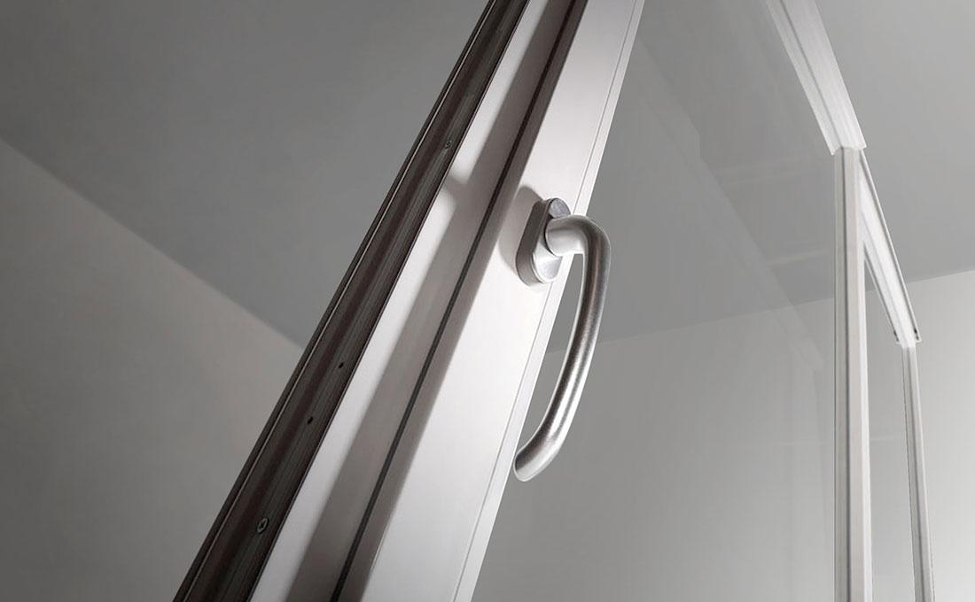 Ferramenta sicura finestre con vetri antisfondamento Oknoplast