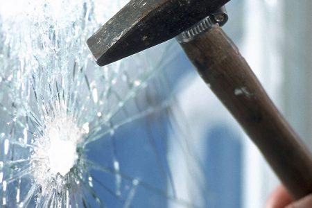 Le caratteristiche di un vetro antisfondamento
