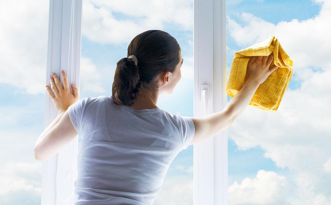 Come pulire le finestre senza lasciare aloni
