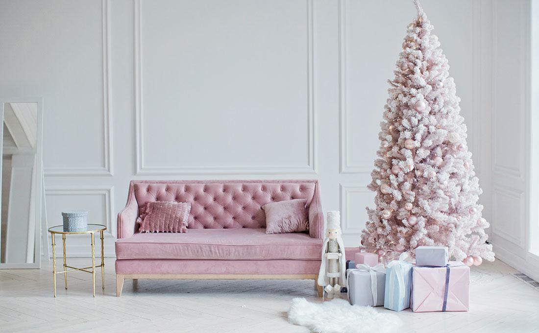 Decorazioni rosa chiaro per un albero di Natale originale