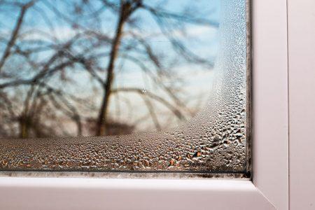 Come eliminare la formazione della condensa sulle finestre