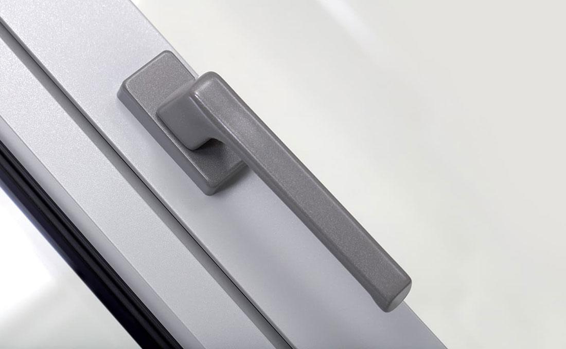 Dettaglio maniglia finestra in alluminio