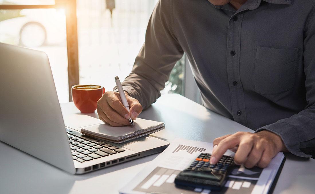 Organizzare la scrivania per lavorare  bene da casa