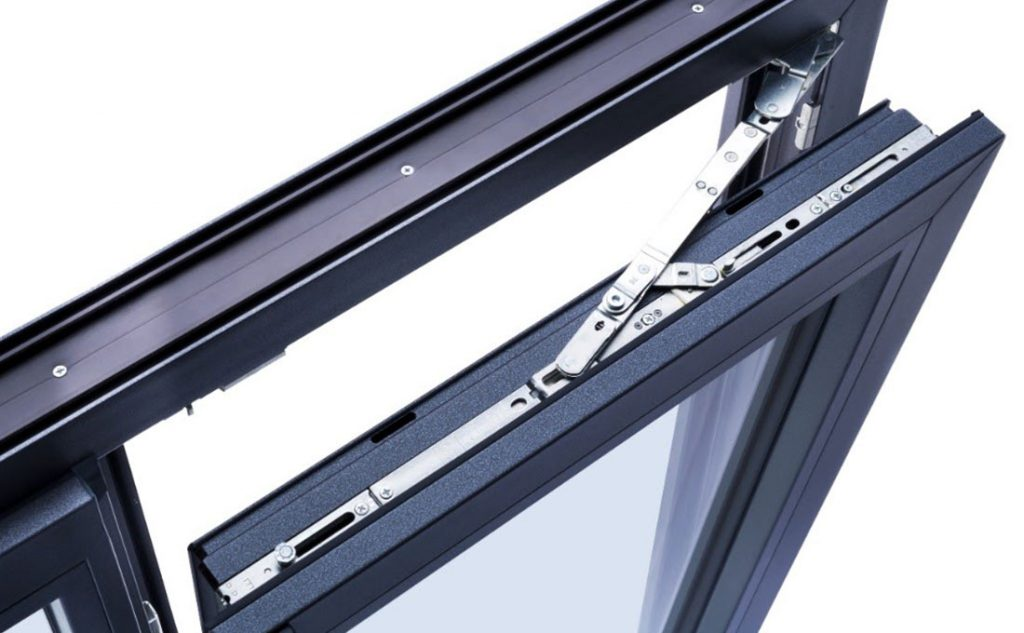 ferramenta per finestre in pvc Oknoplast aperte a ribalta