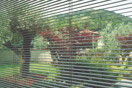 Oknoplast e le soluzioni per oscurare le finestre