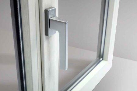 finestre in pvc effetto legno bianco Oknoplast